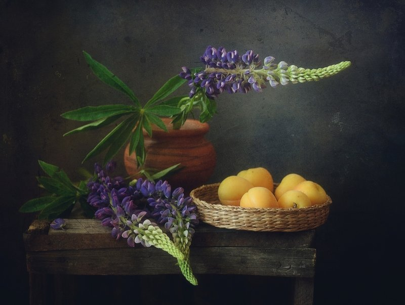 натюрморт,люпин,абрикосы с люпином...photo preview
