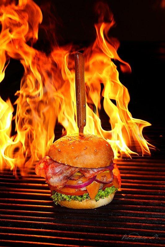 Бургер на грилеphoto preview