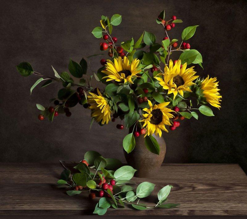 натюрморт, букет, цветы, подсолнухи, яблоки, ранетки, кринка Подсолнухиphoto preview