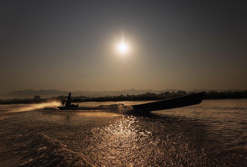 Fisherman, Inle Lake Myanmarphoto preview