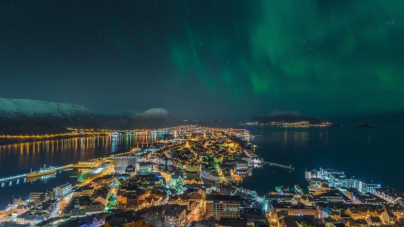 norway,aurora,light,city,citylight,cityscape,alesund Aurora over Alesundphoto preview