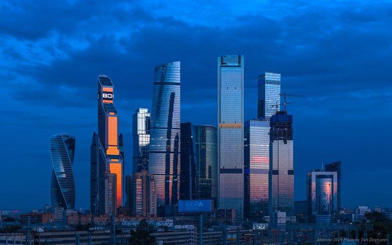 Москва, высотки, небоскребы, Сити, ММДЦ, Москва-Сити, вечер Высотки Москва-Сити.photo preview