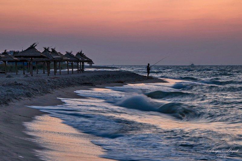 утро, рассвет, море, коса дальняя, бердянск, рыбак, прибой, волна, зоря На утренней зорькеphoto preview