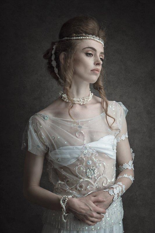female, portrait, medieval, retro, vintage, mood, expression, sexy, sensual, sensuality, beauty, fashion, fashionable, stylish Medievalphoto preview