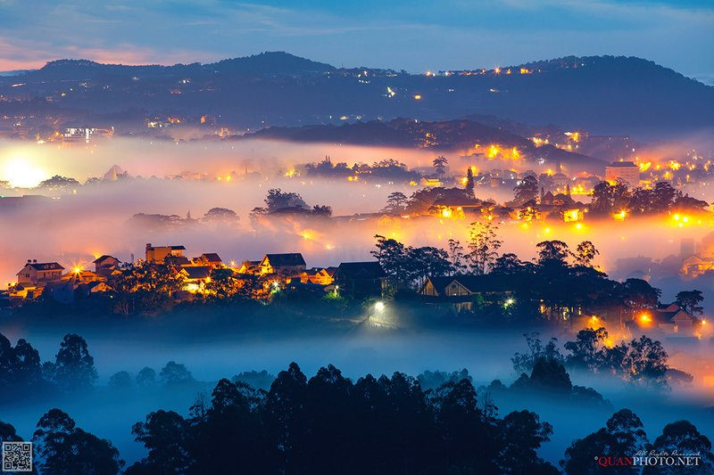 quanphoto, landscape, city, morning, sunrise, dawn, hill, mountains, foggy, misty, long_exposure, highland, plateau, vietnam A foggy morning in Dalat (Vietnam)photo preview