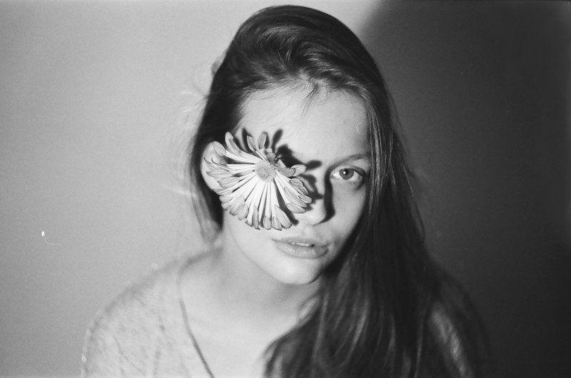 bw, portreit, film, flower, портрет, пленка, цветы, ilford hp5 Julia (on film)photo preview