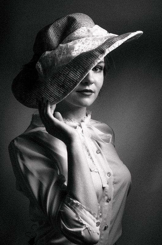 портрет, постановочная фотография, в шляпе, чёрно-белое, гламур, ретро, art, студийный свет, улыбка, позитивное, романтическая * * *photo preview