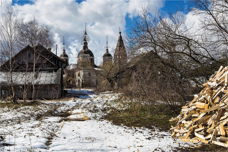 весна, село, храм, разрушенный храм, снег, дрова, куча дров, дома, Апрельский снег.photo preview