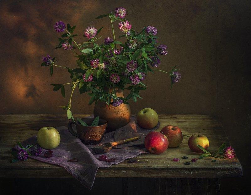 натюрморт,лето,яблоки,клевер Летоphoto preview