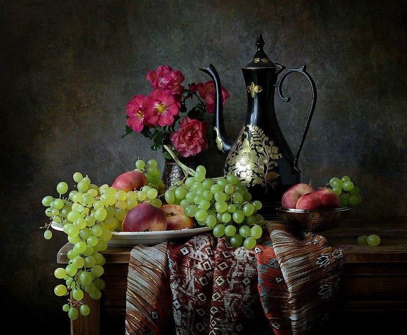 натюрморт, розы, виноград, кувшин, фрукты с виноградомphoto preview