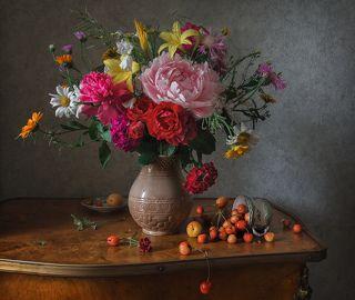 Цветы и черешня