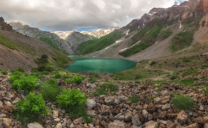 Бадак, Узбекистан, горы, озеро, горное озеро Озеро Бадакphoto preview