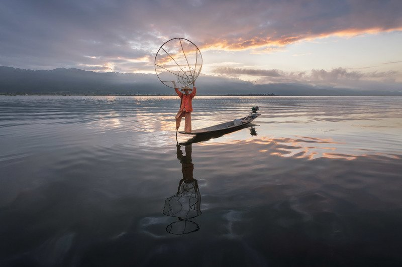 asia, asian, attraction, balance, balancing, bamboo, boat, burma, burmese, canoe, catching, clouds, countryside, culture, dawn, famous, fish, fisherman, fishing, inlay, inle, kayak, lake, landscape, lifestyle, local, man, morning, myanmar, nature, net, oa In the Middle of Nowhere фото превью