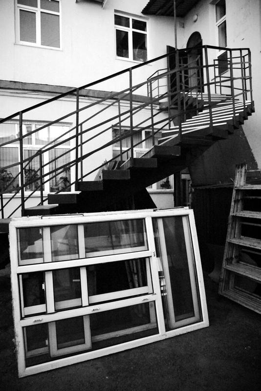 город, архитектура, улица окнаphoto preview