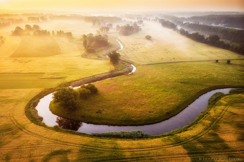 fields, drone, dji, air, poland, polish, landscape, sunrise, sunset, colours, spring, awesome, amazing, adventure, travel, beautiful, morning, river, fog, mist Meandering riverphoto preview