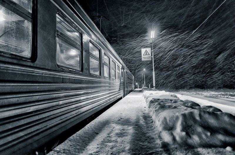 утро,зима,метель,платформа,станция,вагон,электричка,мороз,ветер Метель.photo preview