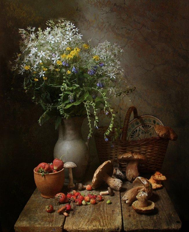 лето, грибы, мухомор, цветы, натюрморт, марина филатова Незваный гостьphoto preview