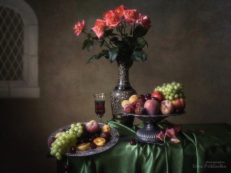 натюрморт, лето, ретро, винтажный натюрморт, цветочный натюрморт, фрукты, букет, розовые розы Летнее изобилиеphoto preview