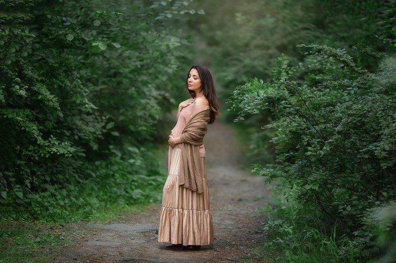 девушка,беременная,лес,модель Марианнаphoto preview