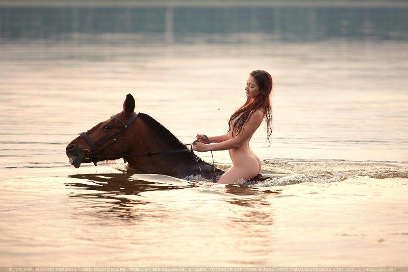 михаилсеменов, аквалайт, ню, верхом, девушка, aqua, мокрая, вводе, наконе, слошадью, фотосессия, фотопроект Купание красного коняphoto preview