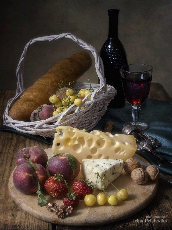 натюрморт, сыр рокфор, сыр маасдам, персики, вино, стол, черешня Летний десерт фото превью