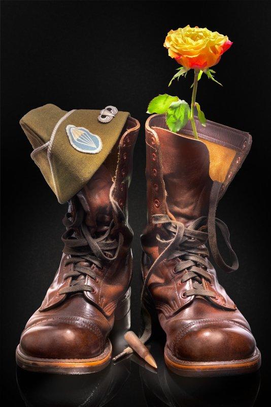 jump boots, corcoran, wwii, war, jamp badge, field cap, rifle cartridge, rose, война, любовь, роза, пилотка, фирма corcoran, десантные ботинки, винтовочный патрон, пилотка, эмблема десантника Stop fighting! Love is much better!photo preview