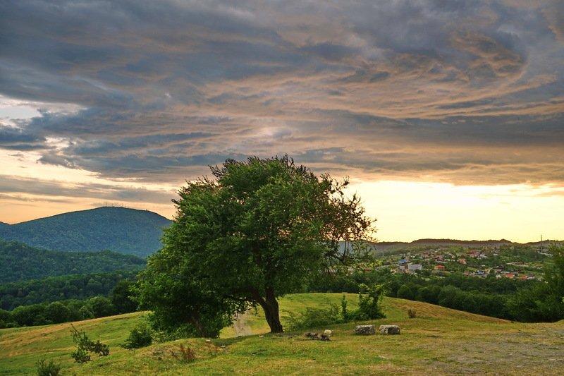 горы, село, ненастье Скоро гроза.photo preview
