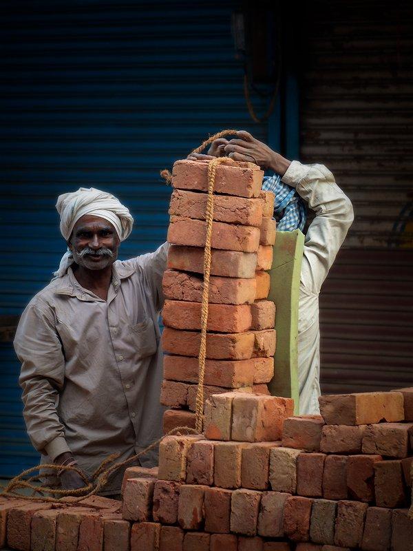 Często spotykane sceny ciężkiej pracy w Indiach.photo preview