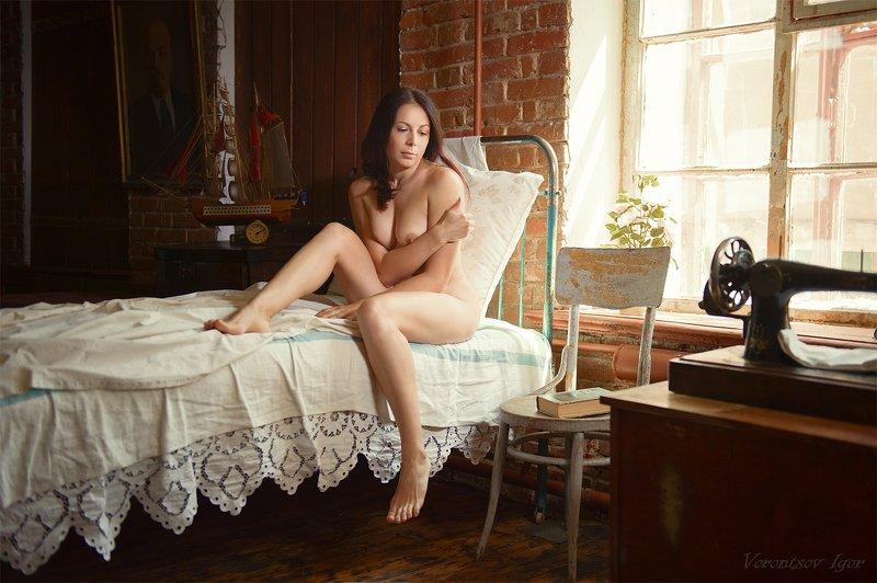 ню, девушка, грудь, обнажённая, красивая, окно, кровать, винтаж photo preview
