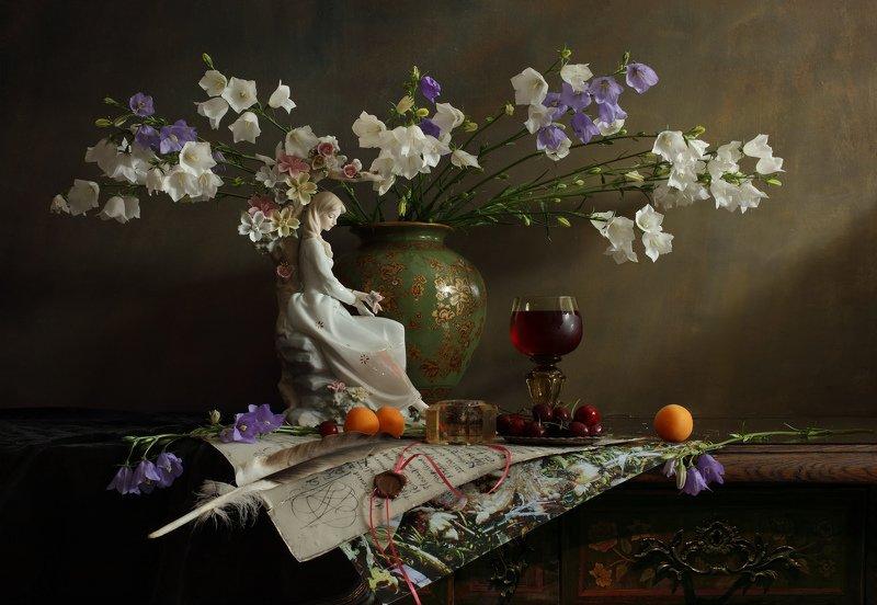 скульптура, девушка, цветы, натюрморт, еда, фрукты Натюрморт с девушкой :) и цветамиphoto preview