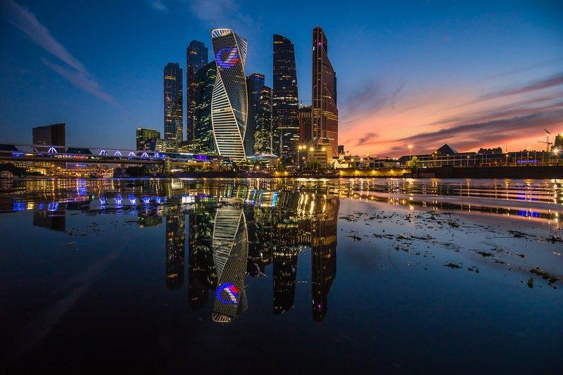 москва-сити, сити, москва, река, вечер, закат, отражения Москва-Сити в отраженииphoto preview