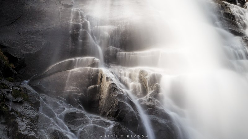 waterfal; nardis; cascate; clouds; long exposure; canon; tripod; water; rocks; nature; beautiful; incredible; grass; sun; rays; drops; silk; silky; manfrotto; reflections; texture; flow Nardis Waterfallphoto preview