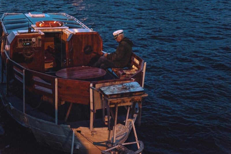 корабль, лодка, вода, город, ночь Образ жизниphoto preview