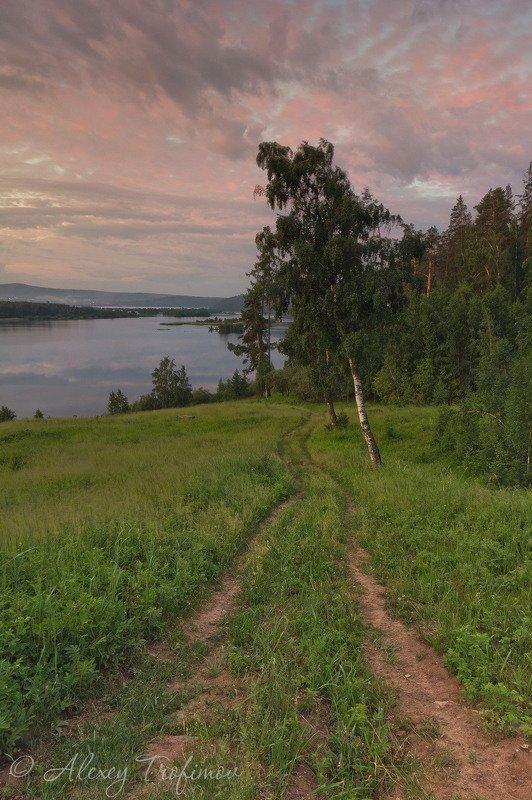 Дорога вдоль рекиphoto preview