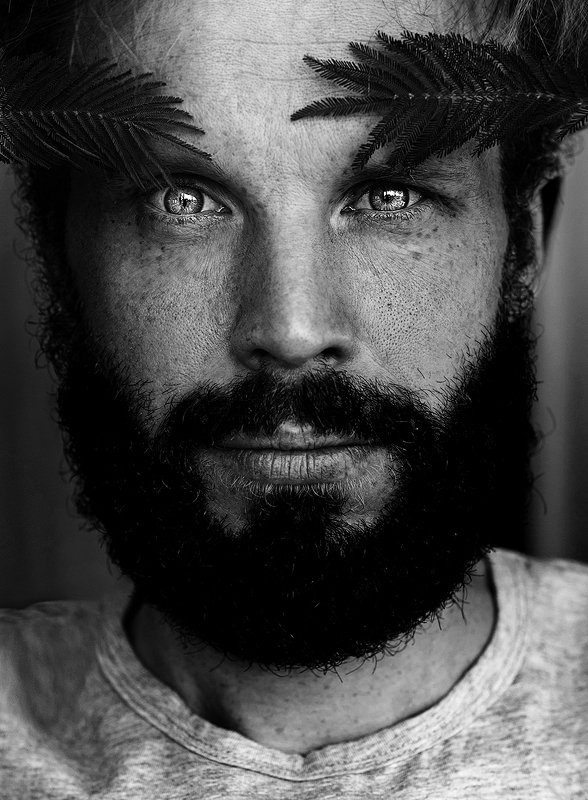 мужчина, цветы, борода, вечнушки, мимоза, глаза, чб Пашаphoto preview