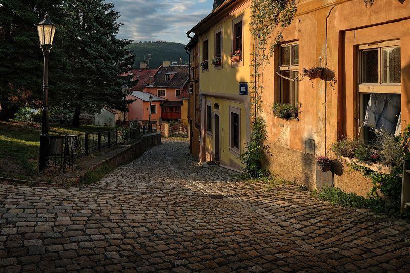 Утро на улице старого городаphoto preview