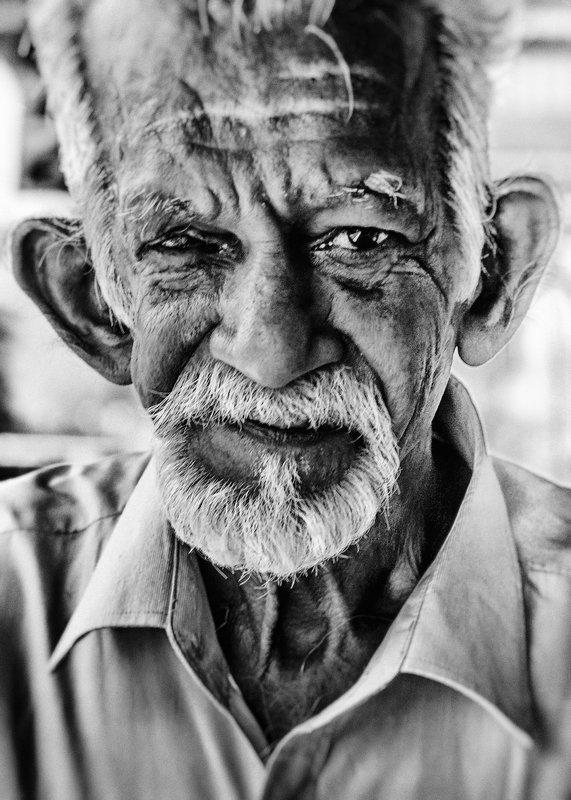 случайный знакомый, шри-ланка, ж.д. станция пиннавела (pinnawala) Интерес.photo preview