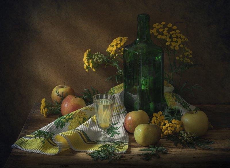 натюрморт,яблоки,вино,пижма,стопка,бутылка Летоphoto preview