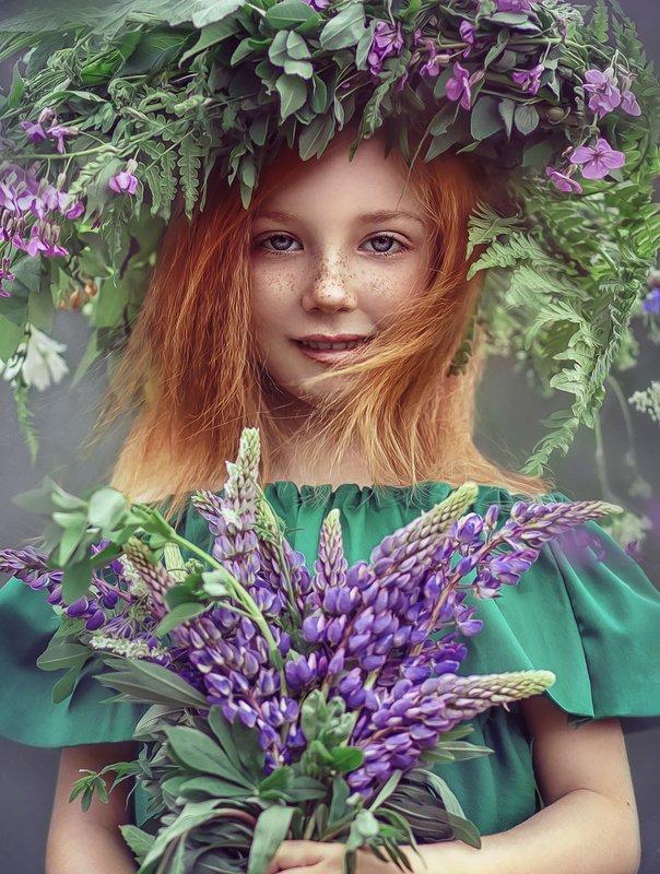 детство, детский портрет, лето, девочка, настроение, венок, люпины, рыжая Василисаphoto preview