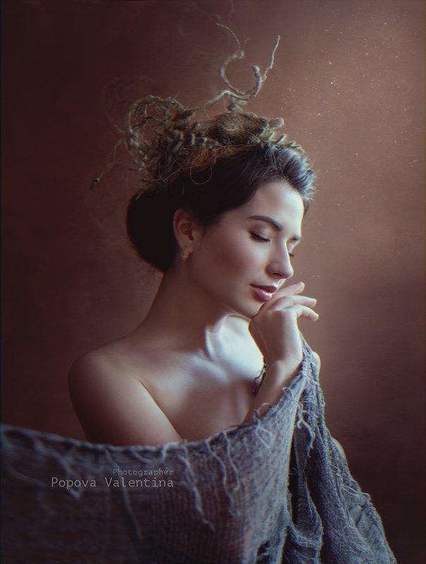 женщина, венок, шаль, нежность, свет Прикосновениеphoto preview