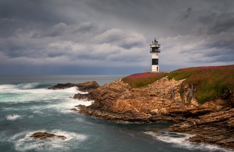 Маяк. Faro de Ribadeo. Маяк. Faro de Ribadeo.photo preview