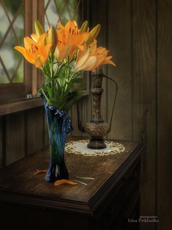 натюрморт, лилии, букет, дача, лето, интерьер, винтажный Букет оранжевых лилий в дачном интерьереphoto preview