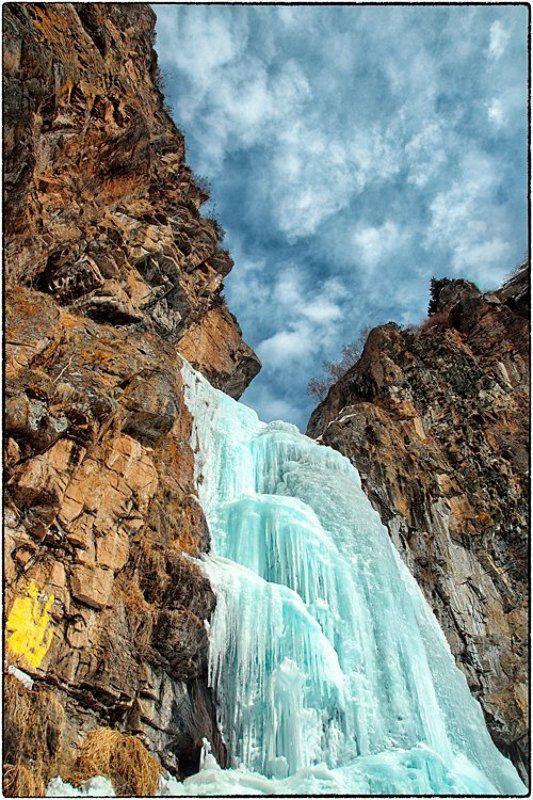 Скалы Бутаковского водопада : последние дни спячки.photo preview