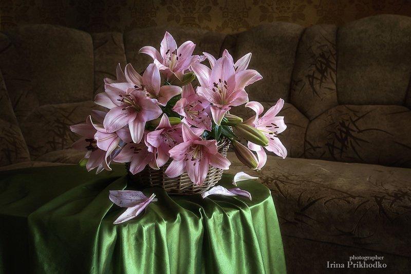 натюрморт, цветы, интерьер, лили, букет Букет розовых лилий в интерьереphoto preview