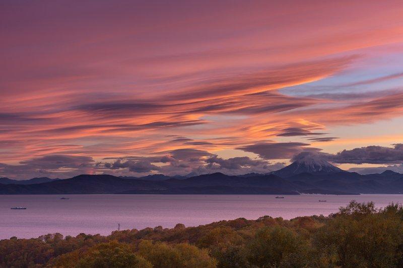 Камчатка, закат, вулкан, Вилючинский, бухта  Горел закат, как символ моего отчаяния photo preview