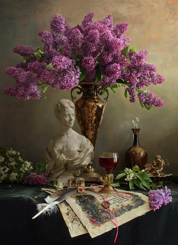 цветы, девушка, сирень, скульптура Натюрморт с цветами и бюстом девушкиphoto preview