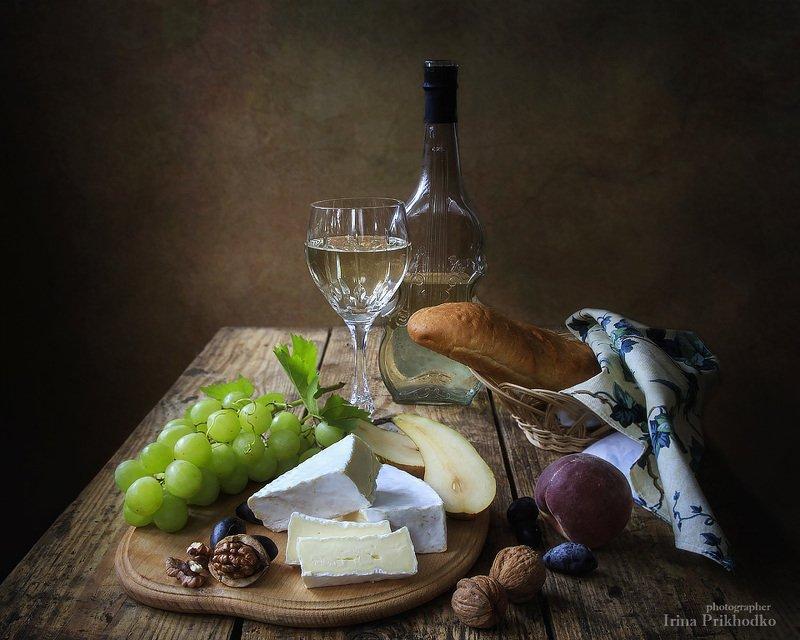 натюрморт, еда, напитки, белое вино, сыр бри, фрукты, ретро, винтажный натюрморт Французский десертphoto preview