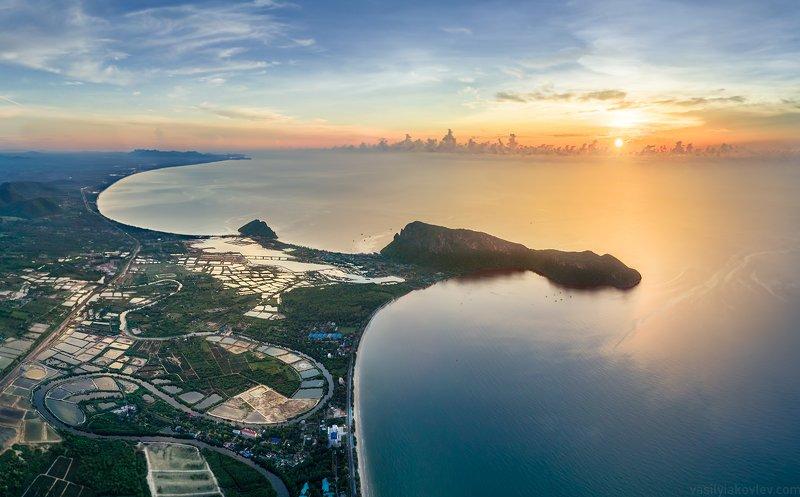 таиланд, квадрокоптер, дрон, бухта, море Рассвет над бухтой Прачуапphoto preview