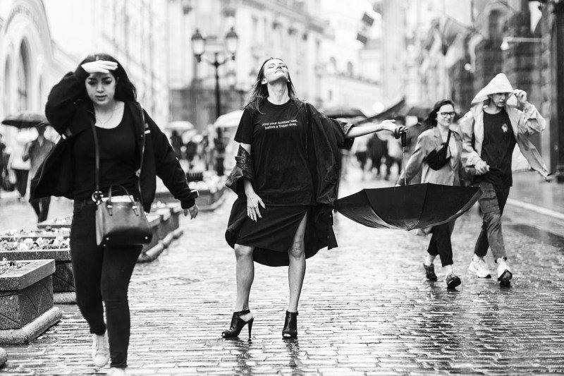 портрет, чб, монохром, город, дождь, улица, portrait, people, rain, city, monochrome  ***photo preview