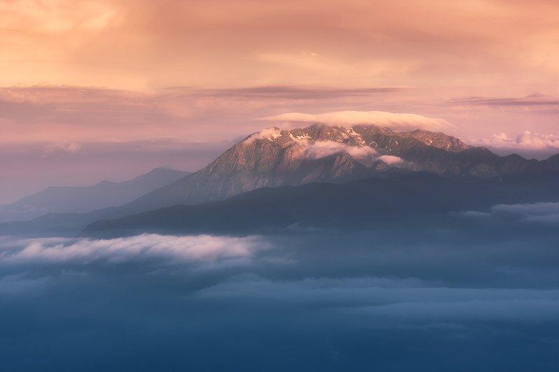 рассвет, облака, горы, пейзаж, кавказ Ачишхо в шапочкеphoto preview